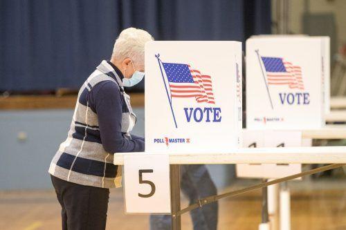 Die Wahllokale in den USA erlebten am Wahltag überall im Land einen regelrechten Ansturm. Diese Dame wählte im Bundesstaat Maine. AFP