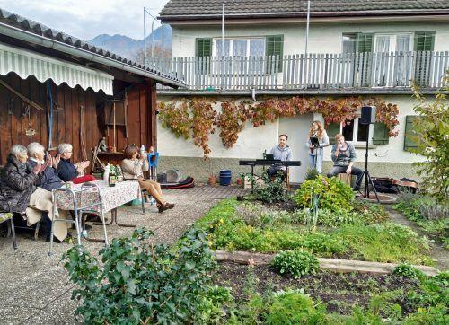 Drei junge Musiker spielten für betagte Hohenemser Bürger.Stadt