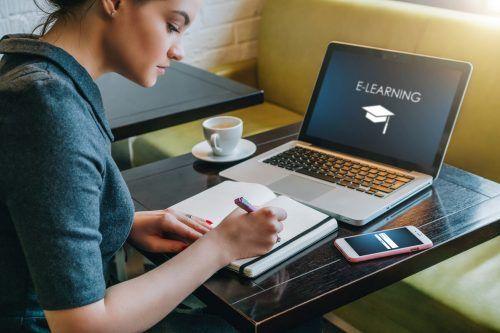 Eine genaue Zeiteinteilung hilft, beim Homelearning seine Ziele zu erreichen.Shutterstock