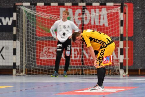 Enttäuschung pur bei den Spielern von Bregenz Handball nach dem enttäuschenden Abschneiden gegen HC Linz.gepa