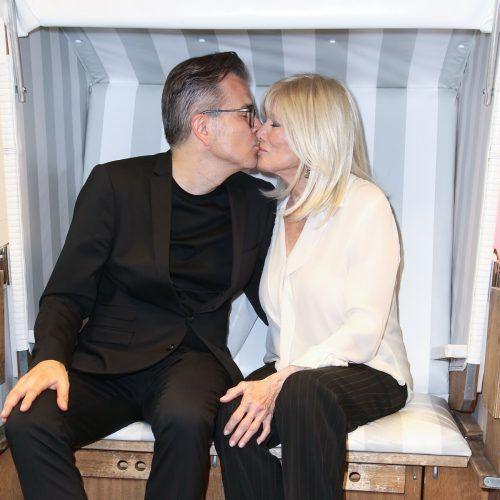 """""""Es hat nur geschäftlich zwischen uns gefunkt"""", sagt Mätzler zum Kussfoto mit Linda Evans. Isa Foltin"""