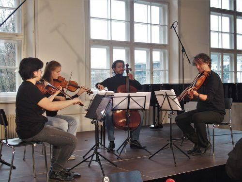 Fabiola Tedesco und Esther Frey, Violine, Klaus Christa, Viola, Mathias Johansen, Violoncello, im Pförtnerhaus. ju