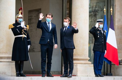 Frankreichs Präsident Emmanuel Macron (r.) hat sich im Élyséepalast mit Kanzler Sebastian Kurz über Europas Kampf gegen den Terrorismus beraten. APA