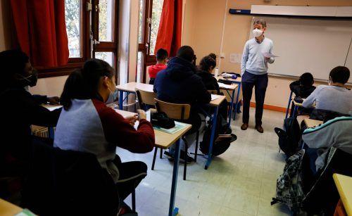 Französische Schüler und Lehrer gedachten des ermordeten Paty. AFP
