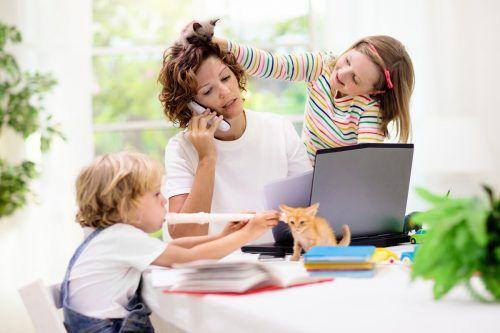 Frauen tragen die Verantwortung für die Kinder. Diese Meinung ist nach wie vor in den Köpfen festgefahren. Shutterstock