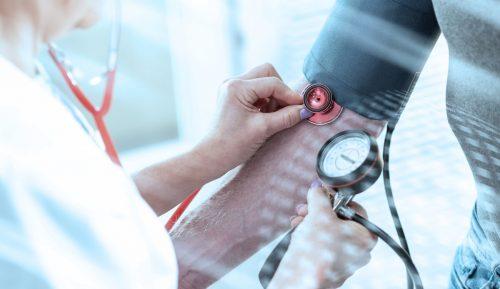Für die Verbindung zwischen sozialer Isolation und Hypertonie gibt es laut den Medizinern verschiedene Möglichkeiten. Adobe