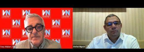Gemeindechef Stefan Nigsch (r.) stellte sich im VN-Gespräch über Zoom Fragen von VN-Redakteur Tony Walser.VN/JS