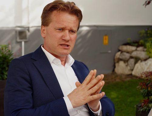 Georg Knill spricht am Wirtschaftsforum zum Thema Restart der Industrie. fA/KZ