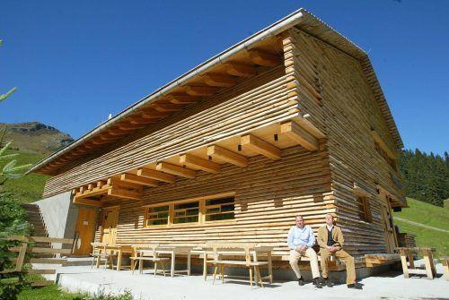 Holzbau funktioniert in allen Bereichen, wie dieser ausgezeichnete Gastronomiebetrieb in Lech zeigt.