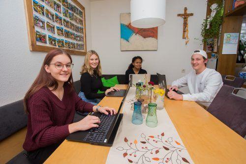 Ida, Hannah, Luna und Marius (v.l.) gehen vorbildlich professionell mit der Situation des Homeschoolings um. VN/Steurer