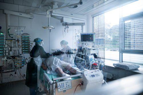 In den Krankenhäusern herrscht angesichts steigender Zahlen Hochspannung. apa