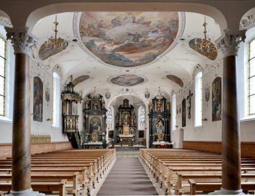 In den vergangenen Jahrhunderten bzw. Jahrzehnten wurden immer wieder Neuerungen in der Auer Kirche vorgenommen.F.Böhringer