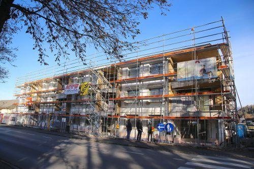 In der Oberaustraße wird eine Wohnanlage mit 13 Mietwohnungen errichtet. Die Fertigstellung ist für Herbst 2021 vorgesehen.