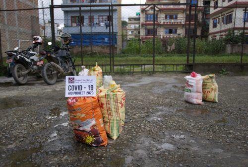 In regelmäßigen Abständen werden überlebensnotwendige Lebensmittelspenden zugestellt.Fritsche