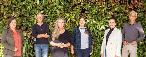 Juryvorsitzende Gabriele Greußing (Klimabündnis V), Elmar Weissenbach (Landwirt, BSBZ), Klimaschutzpreis-Projektleiterin Verena Daum (VN), Naturschutzanwältin Katharina Lins, Karin Feurstein und Josef Burtscher (Energieinstitut Vorarlberg).