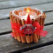 """<p class=""""bodytext"""">Kerze oder Teelicht hineinstellen, anzünden und fertig ist das winterlich duftende Deko-Licht!</p>"""