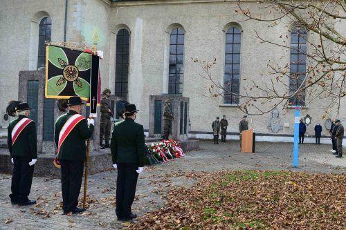 Kranzniederlegung bei der Galluskirche in Bregenz.Bundesheer M. Koppitz