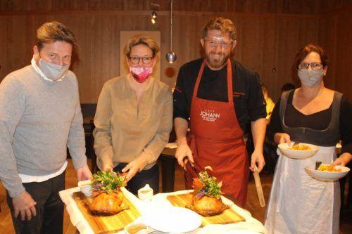Kulinarische Highlight – Chefkoch Franz Hintermaier, Rafaela und Alexander Berger servieren die Hommage an das Lauteracher Wappentier. STP