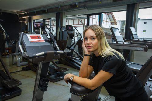 Lea ist wie alle ihre Kolleginnen und Kollegen zum Müßiggang verdammt. Im Fitnessstudio Branner stehen die Geräte ungenutzt im Raum.