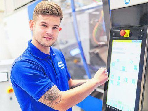 Lucas Kutosa (21) rechnet sich gute Zukunftschancen als Kunststofftechniker aus. alpla