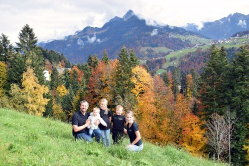 Michael und Ulrike Gaßner mit ihren Kindern Raffael, Mia und Jonathan.BI
