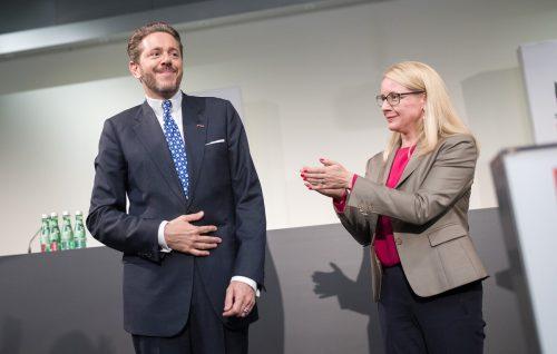 Ministerin Schramböck und Präsident Mahrer laden ins Kaufhaus Österreich. APA