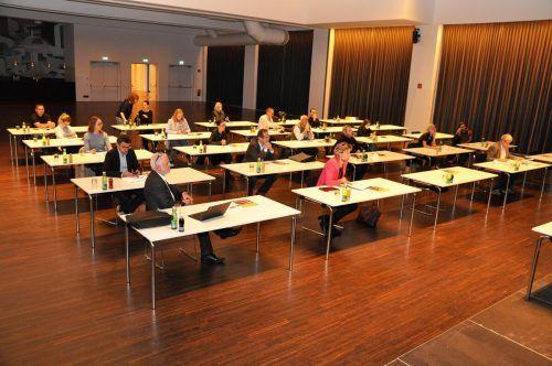 Mit gebührendem Abstand lauschten die Teilnehmer den Vorträgen.lcf