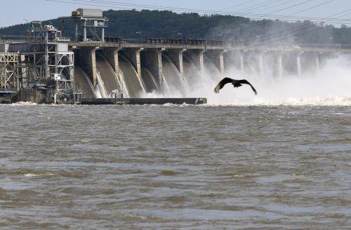 Mit geeignetem Kraftwerk lässt sich so viel Energie gewinnen, als würde der Fluss über einen 7 Meter hohen Wasserfall in die Tiefe stürzen. AP
