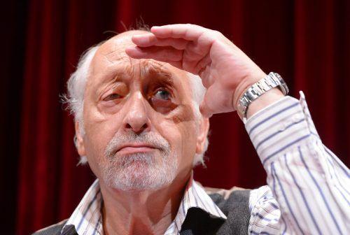 Mit seinem schrägen Humor hat Komiker Karl Dall die Showwelt erobert. Der Ostfriesen-Komiker feierte Erfolge auf der Bühne und im Fernsehen. DPA