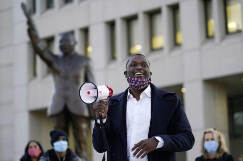Mondaire Jones hat einen New Yorker Wahlbezirk mit überwiegend wohlhabenden Vororten und einem hohen weißen Bevölkerungsanteil für sich entschieden. AP