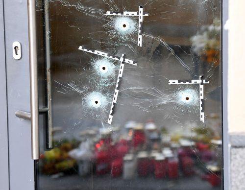 Nach dem Terroranschlag in Wien wird gegen 21 Männer ermittelt.APA