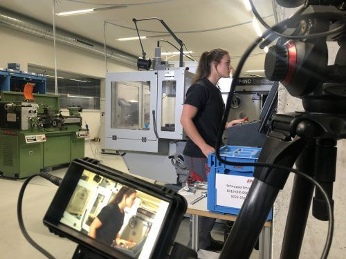 Per Livestream geben einige Unternehmen den Berufseinsteigern einen Einblick in den realen Arbeitsalltag. Lehre im Walgau