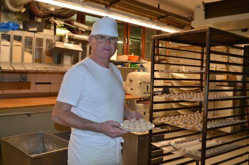 Peter Schuler liebt Nüsse, dementsprechend gehören die Nusshäufchen für ihn an Weihnachten einfach dazu.BI