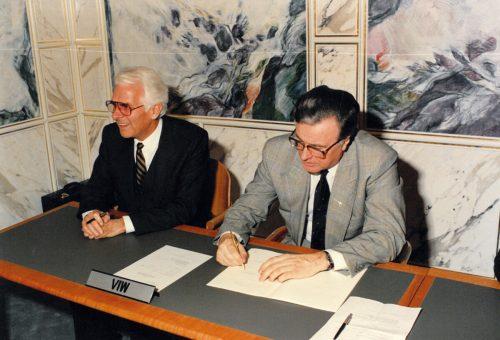 Rainer Reich, hier mit einem Vertreter der deutschen Stromabnehmer, handelte für Vorarlberg vorteilhafte Verträge aus.