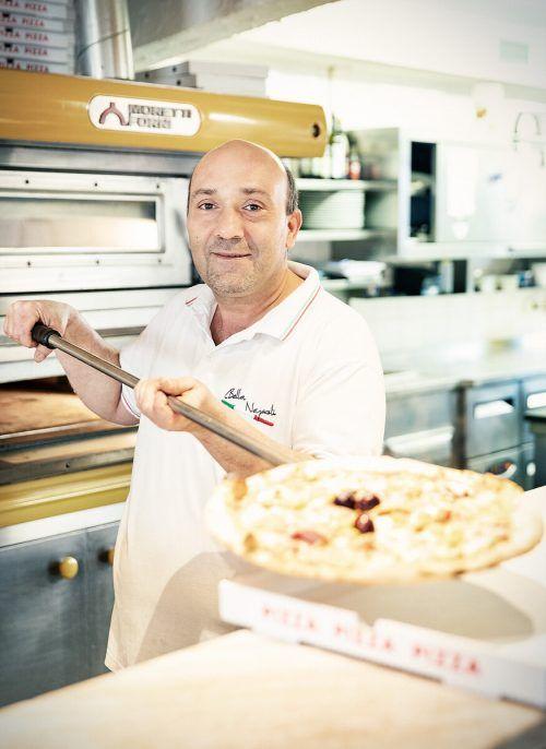 Restaurants wie das Bella Napoli liefern nach Hause.Gemeinde