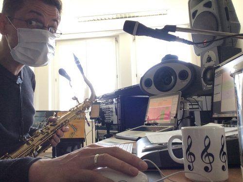 Saxophonlehrer Mario Kohler im Distance-Learning.MS Dornbirn