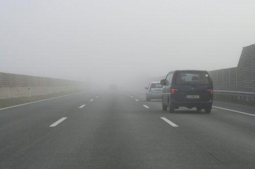 """Sehen und gesehen werden. """"Abblendlicht, Nebelscheinwerfer und Nebelschlussleuchten sind hier die beste Kombination"""", empfiehlt der Pkw-Chefinstruktor. ÖAMTC"""