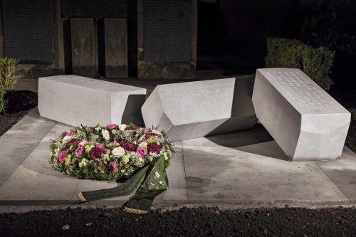 Seit 2013 erinnert eine eigene Gedenkstätte in unmittelbarer Nachbarschaft zum Kriegerdenkmal an die zivilen Opfer der NS-Gewalt und -Diktatur. Gemeinde/Hämmerle