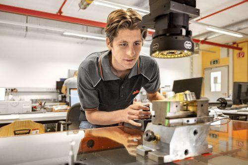 Seit Herbst 2020 bildet die Firma Blum Lehrlinge in Fertigungsmesstechnik aus. FA