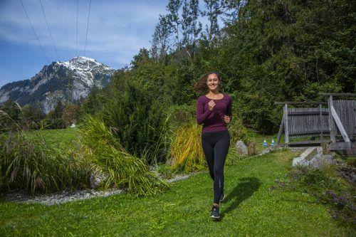 Jetzt ist wieder die ideale Jahreszeit, um sich körperlich neu zu formieren und damit Wohlgefühl zu tanken. Selina hat sich bereits auf den Weg gemacht. VN/PAULITSCH