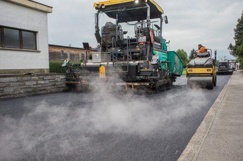 Straßensperre wegen Asphaltierungsarbeiten heute, Mittwoch, 18. November.
