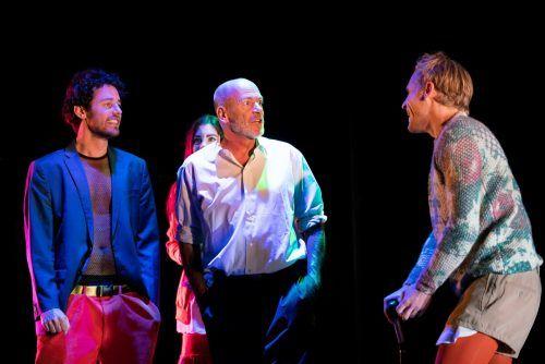 """Szene aus """"Tod eines Handlungsreisenden"""" von Arthur Miller in der Inszenierung von Oliver Vorwerk im Schaaner TaK. buerkli"""