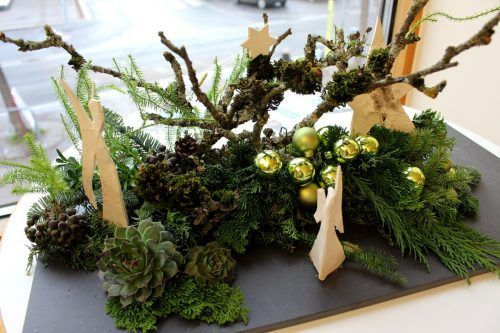 Tannenreisig für weihnachtliche Dekorationen gibt's in Ludesch beim Betriebsgebäude der Agrar.Archiv