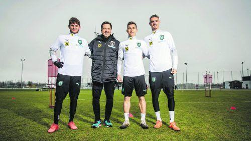 Teamchef Werner Gregoritsch mit den Vorarlbergern Johannes Tartarotti, Valentino Müller und Daniel Nussbaumer (v. l.).ÖFB-Glanzl