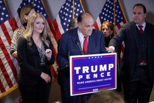 Trumps Anwälte gaben eine bizarre Pressekonferenz.