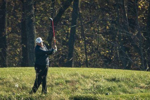 US-Präsident Donald Trump erreichte die Wahlniederlage während eines Golfaufenthalts in seinem Golfclub in Virginia. AFP