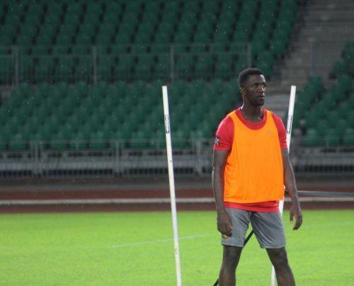 Verbrachte einmal mehr viel Zeit im Flieger: Kameruns Teamspieler Samuel Oum Gouet.
