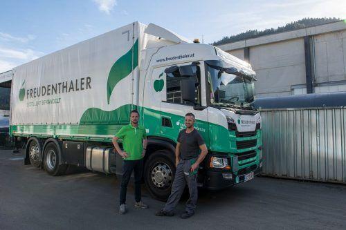 V.l.: Daniel Osl (Disposition) und Fahrer Luis Mattersberger. FA/Pichler