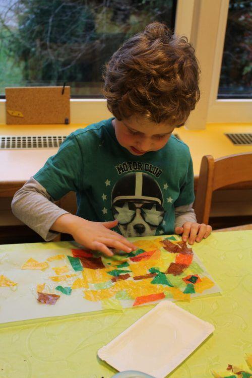 Voll konzentriert werkte Luis an seiner eigenen Laterne.