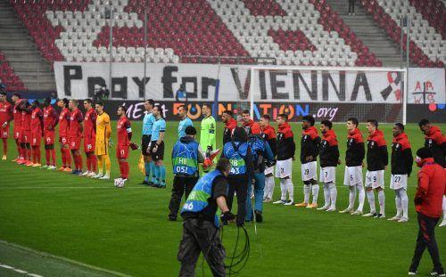 Vor dem Anpfiff in Salzburg gab es eine Trauerminute für die Opfer des Terroranschlags von Wien, wenig später durfte Mergim Berisha (links) über sein erstes CL-Tor jubeln.ap/gepa